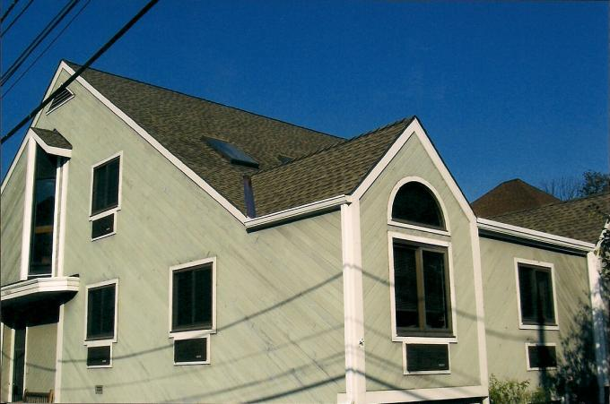 This is a picture of the finished roof with new shingles and now no leaks, guranteed!